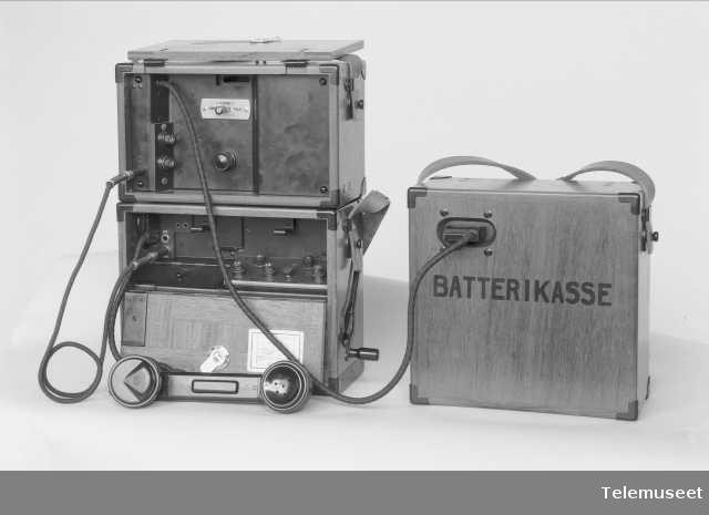 Forsterker med batterikasse (åpen), Norge, Elektrisk Bureau.