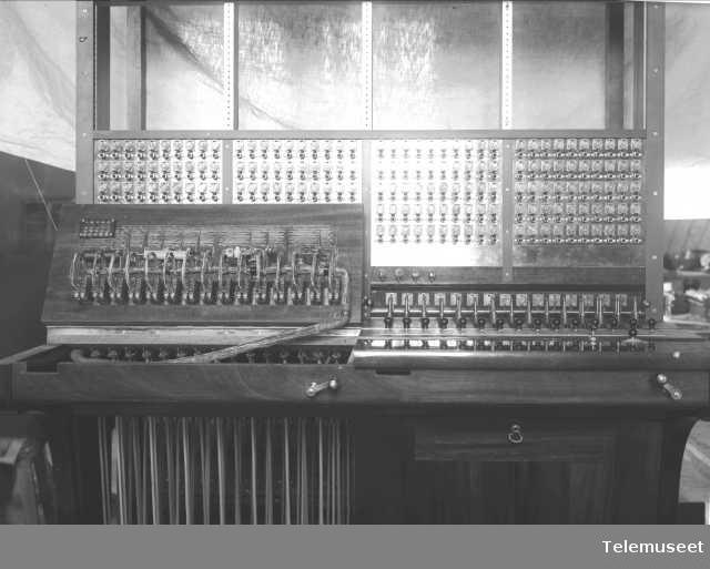 Telefonsentral, magneto snorveksler,  200 d.lj. Ekspedisjonsplassen, se foto 456. Buenos Aires. 5.2.14. Elektrisk Bureau.