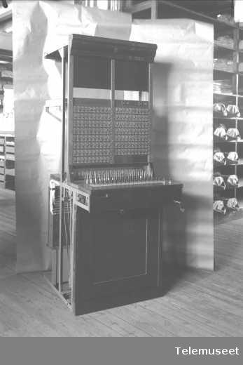 Telefonsentral, magneto multippelveksler for Asti, front av 4 abonnementbord. 12.4.1915. Elektrisk Bureau.