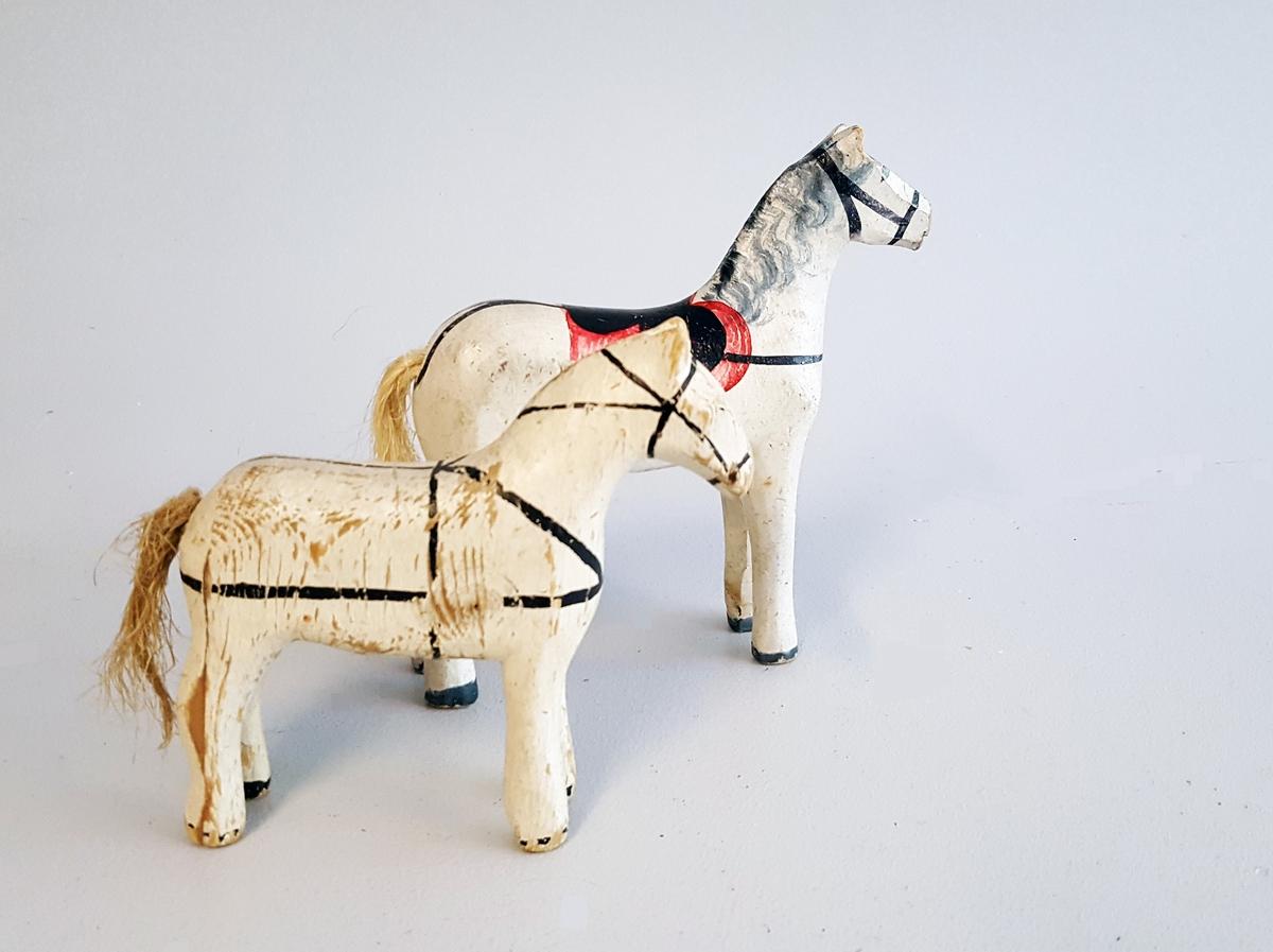 2 leiketøy hestar - måla med enkel dekor