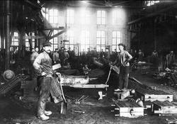 Forsviks gjuteri omkr 1910. Närmast kameran till vänster Vil