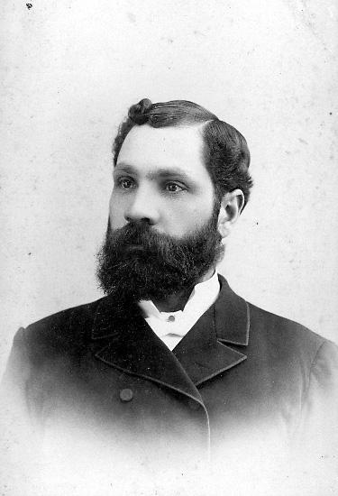 Skräddarmästare Carl G. Petterssons samling, Törestorp, Daretorp. Fotona är från slutet av 1800-talet till början av 1900-talet.