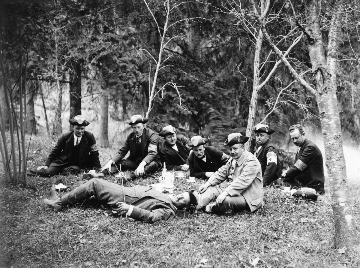 Landstormsbefälet håller kafferast, Engesberg 10/8 1914.