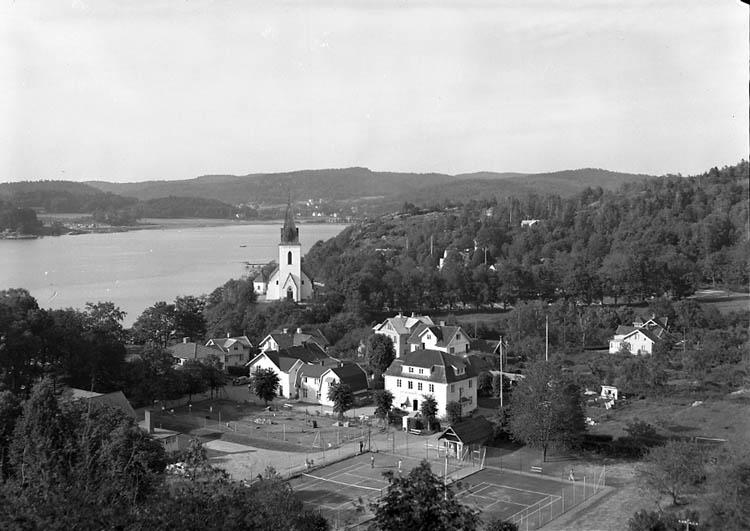 """Enligt Bengt Lundins noteringar: """"Lyckorna. Centrum tennisbanorna. Foto BL 1735""""."""