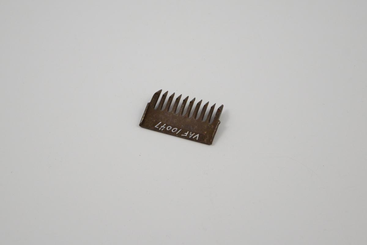 Utskiftbar del til klippemaskin. Form: Rektangulær hovedform.