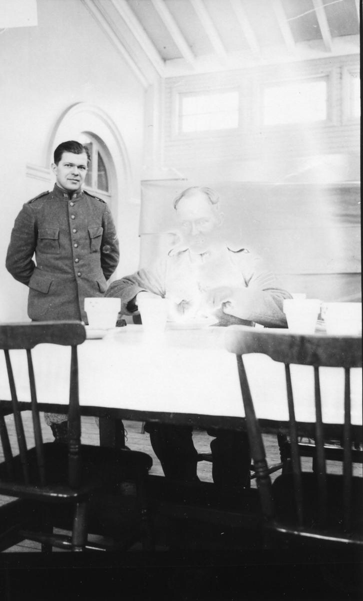 Suneson, furir, A 6, i matsalen på A 1.