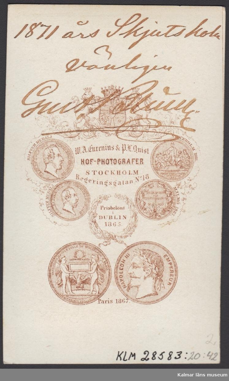 KLM 28583:20:42:1-4 Fotografi, Fyra porträtt i fickformat. Herrar med militäranknytning. Text på baksidan men det har ej gått att fastställa identitet.