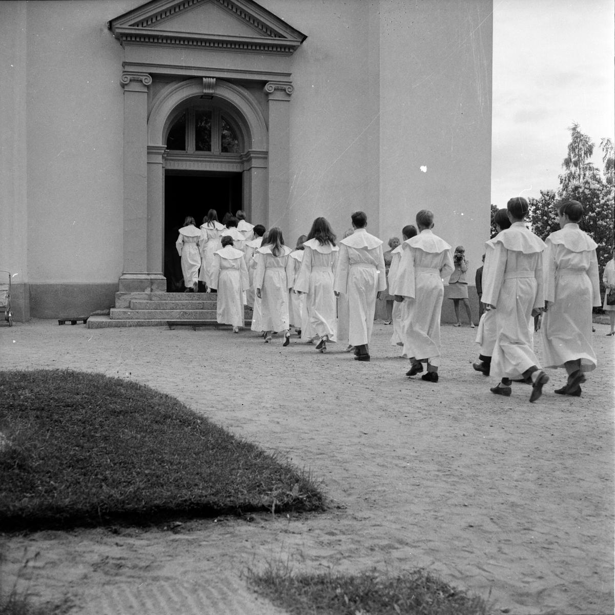 Blomqvist C.A. Kontraktsprost, Arbrå, I kyrkan, Augusti