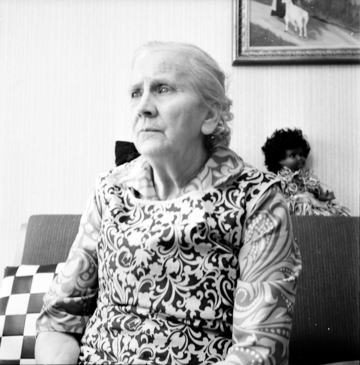 Kristina Engström, Som fick hushållningssällskapets belöning, Rorena, December 1971