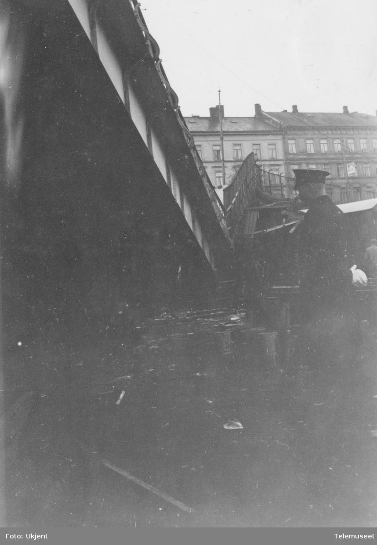 Sammenstyrtning av broen over jernbanen i Oslogate. Nordsiden sett mot byen