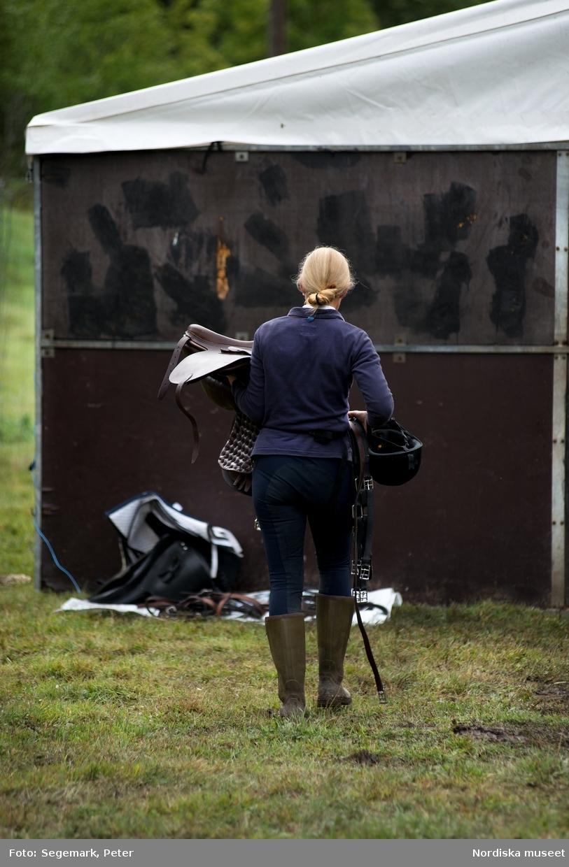 Hästfesten på Tyresö slott. Kommentator Owe Sandström, slottshästen