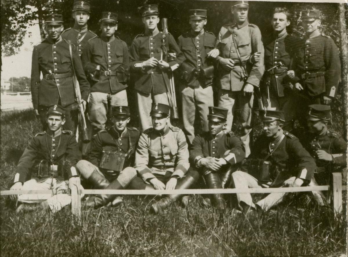 Grupporträtt av elever från signalskolan 1924.