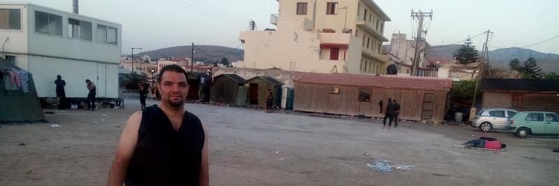 Mohamad på Chios. På denne plassen sov mange av de som hadde flyktet over Middelhavet. (Foto/Photo)