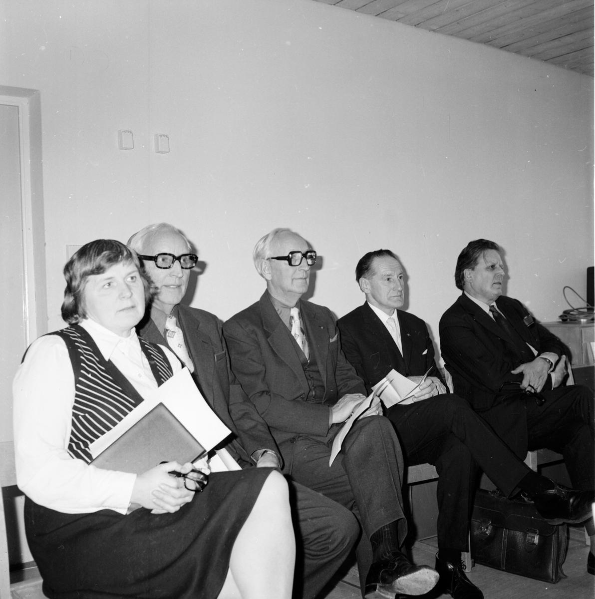Stiftsgården. Kyrkorådsdag med ärkebiskopen. November 1973