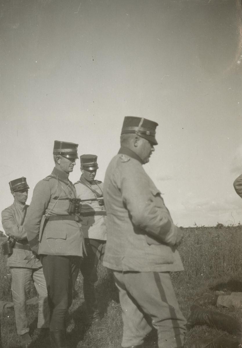 Soldater på övningsfält.