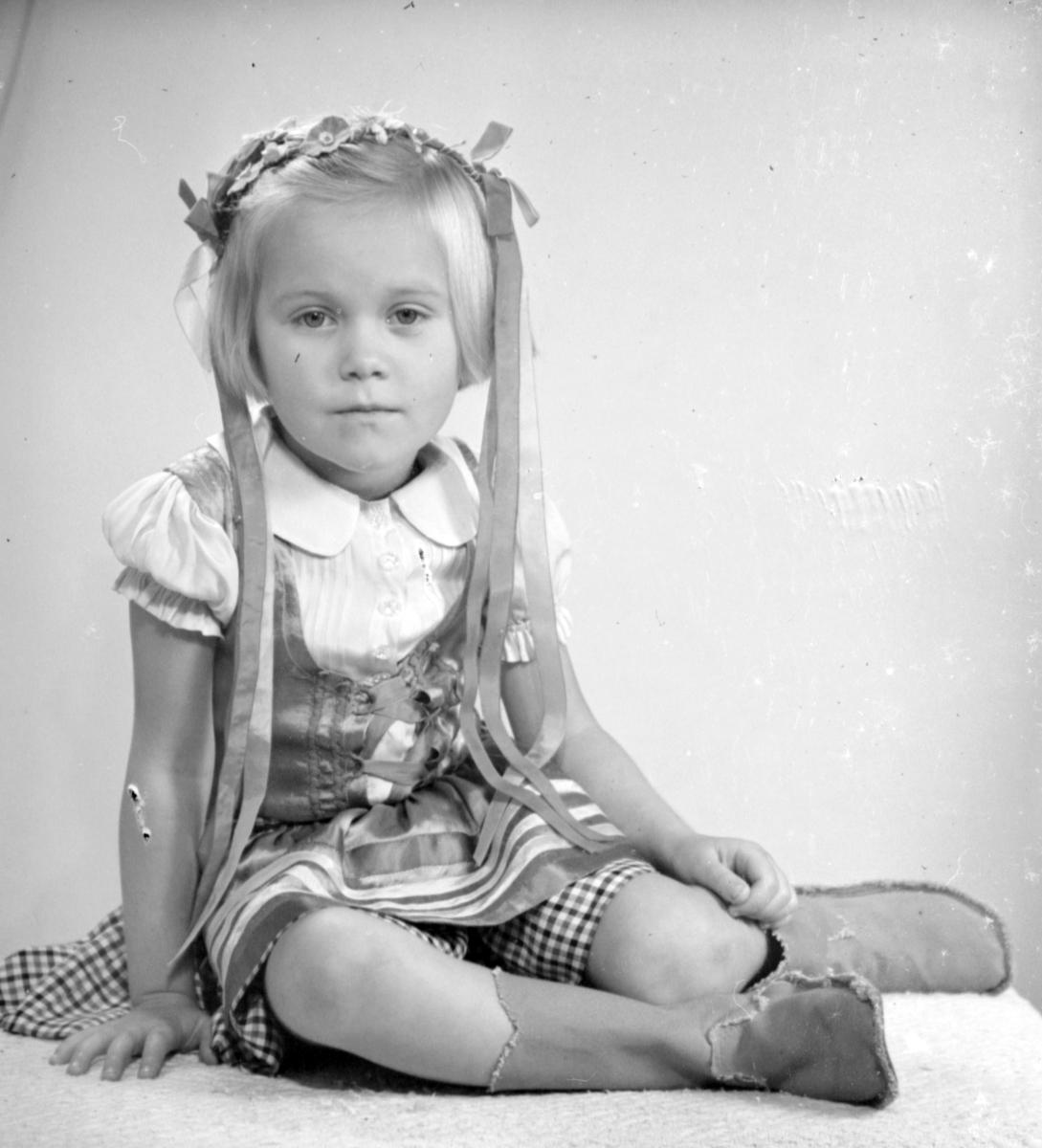 Flickan, Birgitta Lundgren, Furuviksflicka, september 1944.