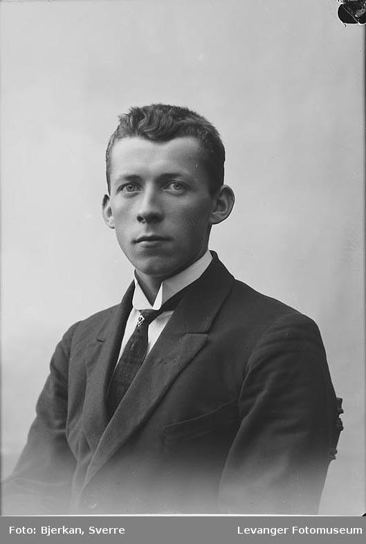 Portrett av Oskar Kvam.