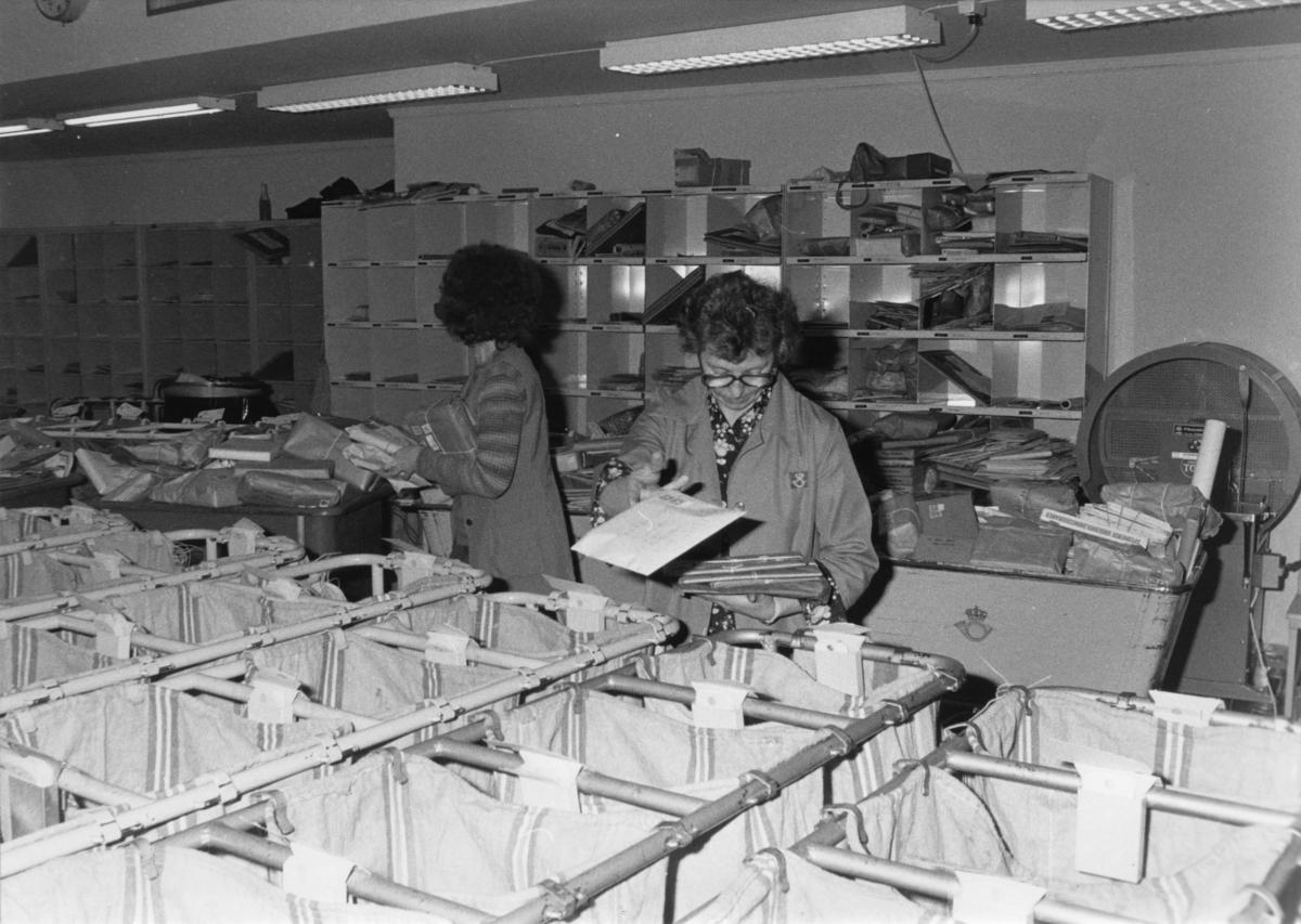 Bergen Postkontor. Sortering av avgående post.