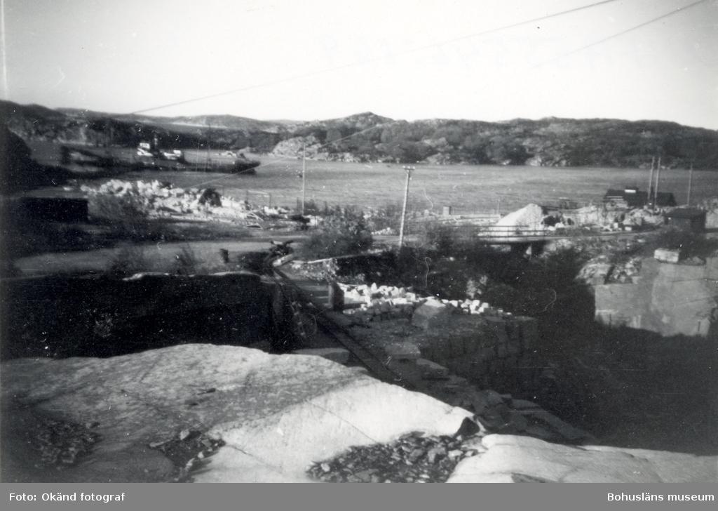 Vy över området runt stenbrottet på Rixö