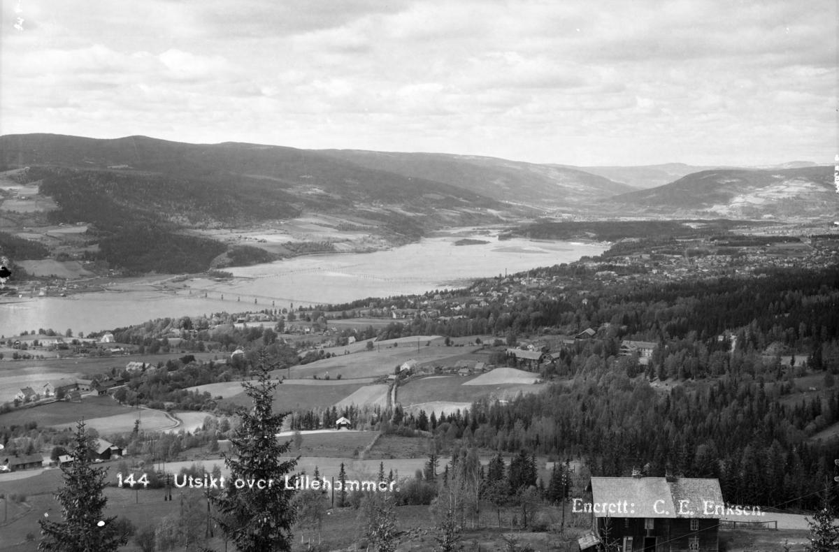 Lillehammer by sett fra Solhøgda. Mot Lågendeltaet, Jørstadhøgda og Gausdal.