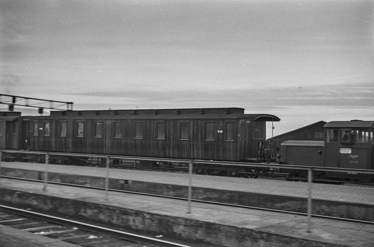 Personvogn type Bo2a nr. 842 på Trondheim stasjon.