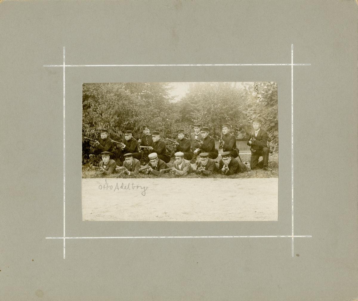 Grupporträtt av Studentbeväringen. September 1901.