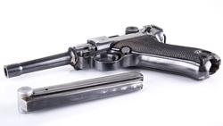 Pistol med hylster