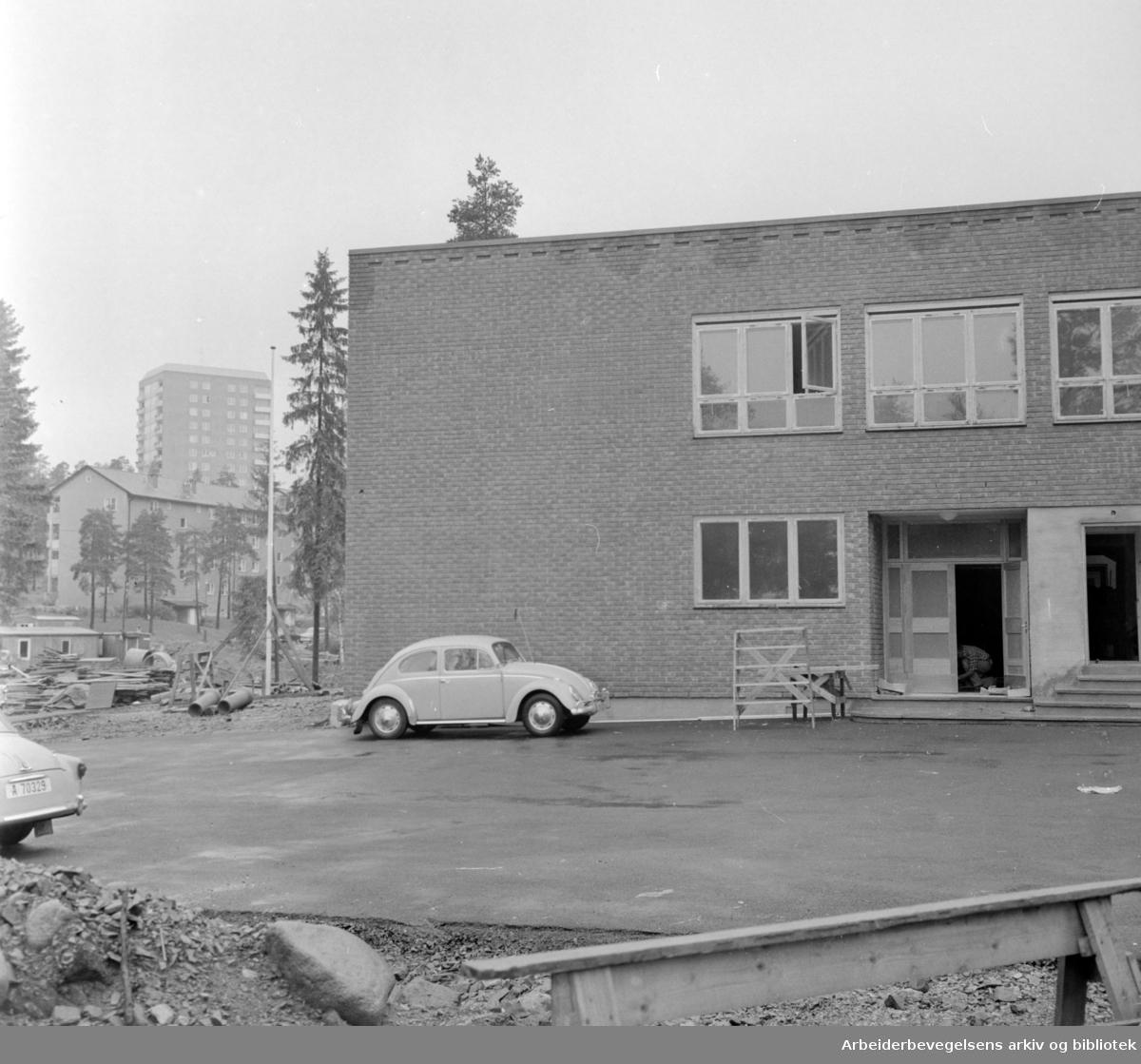 Tonsenhagen skole klar for 280 elever. August 1963