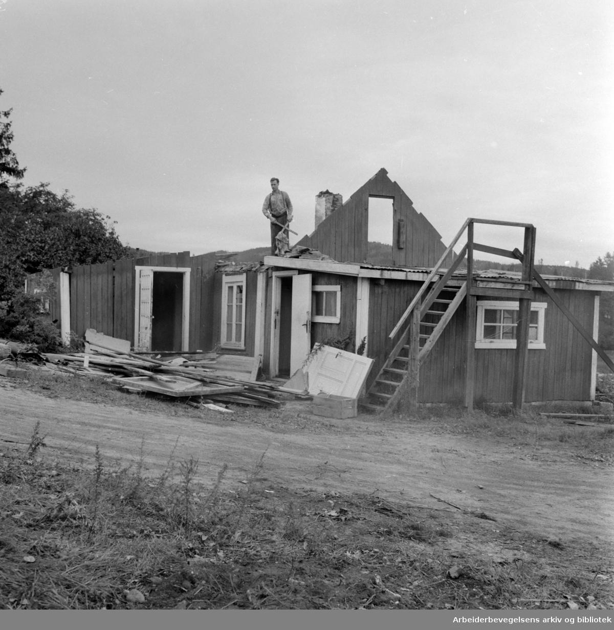 Trasop ved Smestad må rives. Njårdhallen skal bygges. September 1958