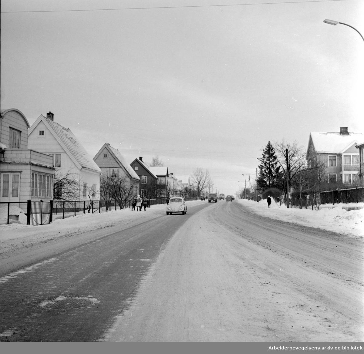 Strømsveien ved Østre gravlund. Januar 1962