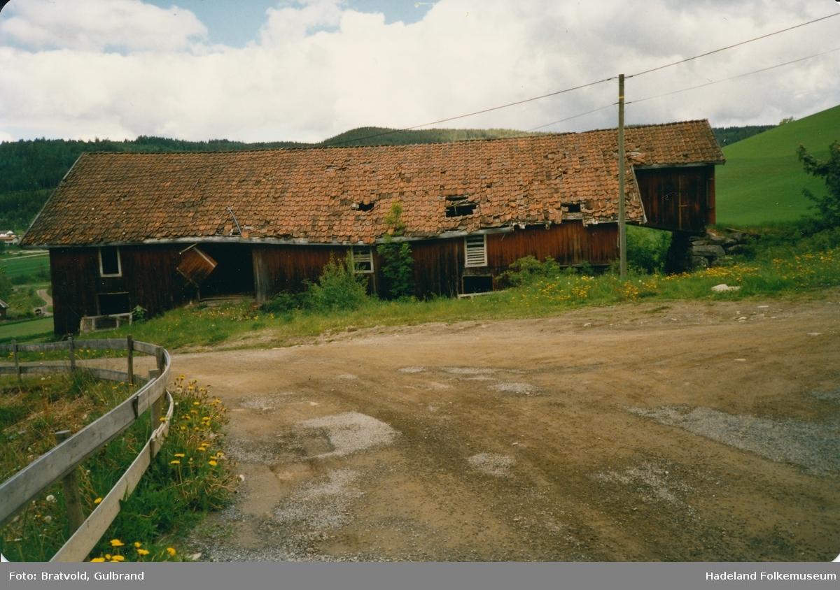 En gammel låve på Bratval i Jevnaker.