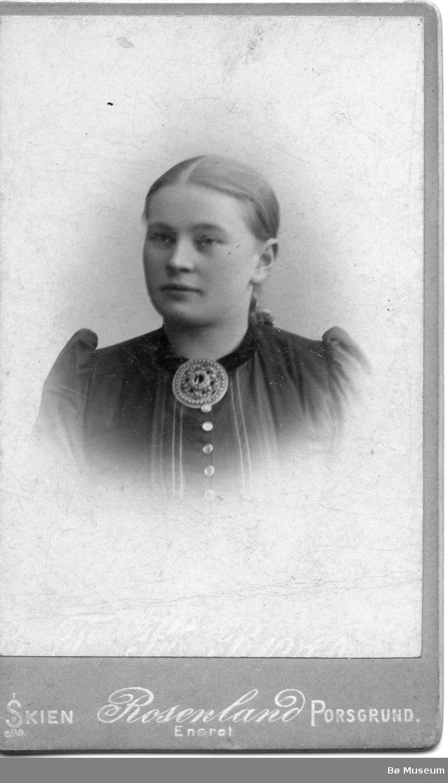 Portrett av Margit Moen Plassen