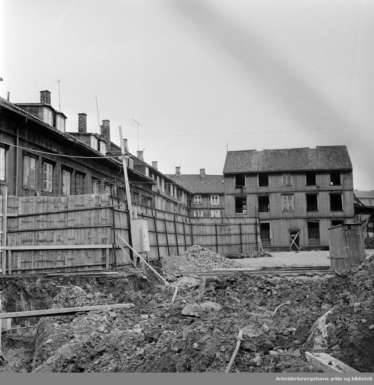 Verksgata. Verksgata 35. Alle familier må ut, men ingen tilbud om nye boliger. April 1963