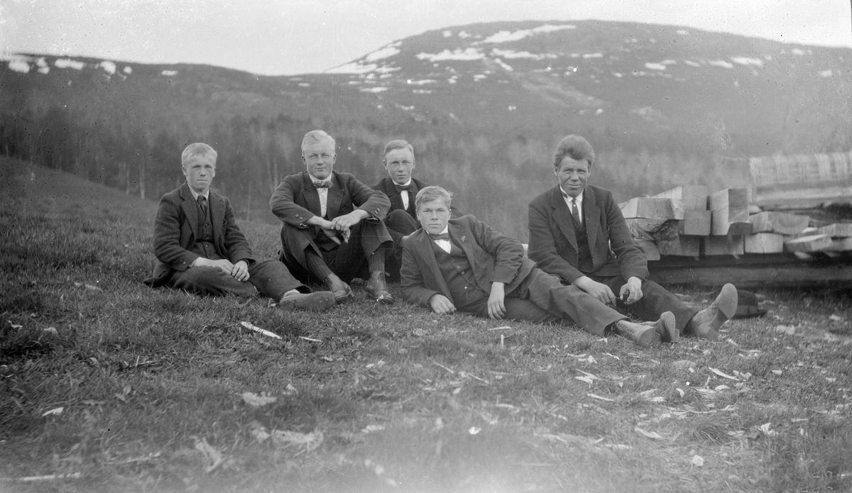 Systugu, Bjorli 2 av Sigurd Ts brødre med naboer