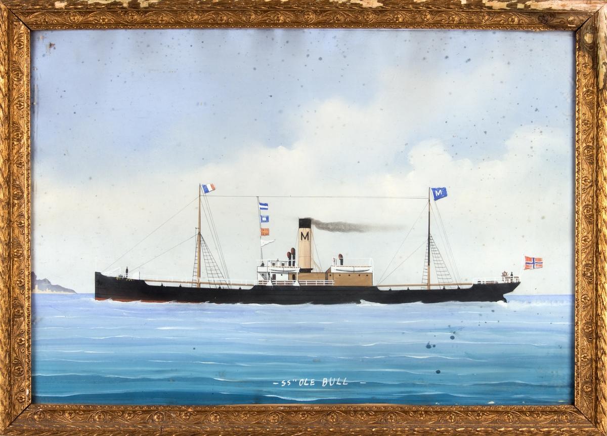 Skipsportrett av DS OLE BULL under fart. Fører norsk flagg akter rederivimpel i bakre mast samt fransk flagg i formasten.