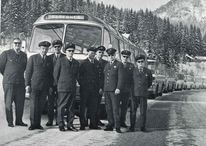 JVB-sjåfører klare for å reise til Gøteborg for å hente svenske vinterturister vinteren 1969.