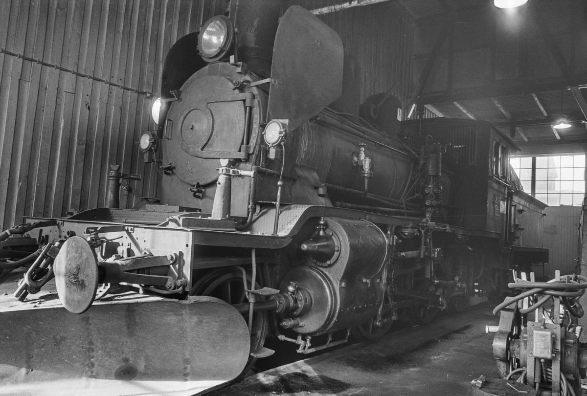 Damplokomotivtype 21e nr. 207 i lokomotivstallen på Sundland i Drammen.