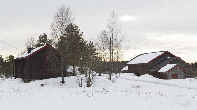 Svalgangsbygningen og driftsbygningen på Taraldrud februar 2018. Foto: Thore Bakk, Follo museum/MiA (Foto/Photo)