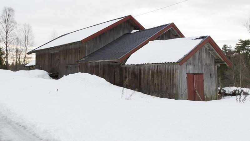 Driftsbygningen med vedskjul og stall nærmest. Foto: Thore Bakk, Follo museum/MiA
