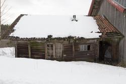 Fjøset på driftsbygningen er for ødelagt til å flyttes. Foto: Thore Bakk, Follo museum/MiA