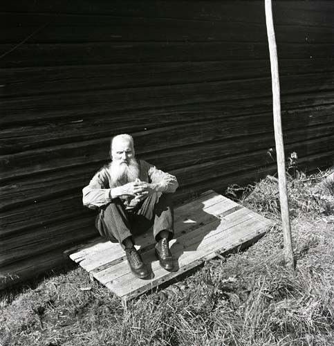 Man med skägg, Ygskorset 19 augusti 1951.