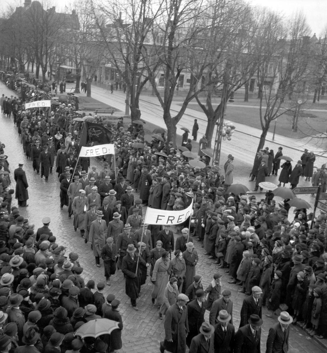 Första majdemonstration på Nygatan. Den 1 maj 1936. Reportage för Arbetarbladet