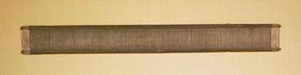 Vävsked av trä där rören lindade till långsidorna med beckad plåt.  98 rör på 100mm.