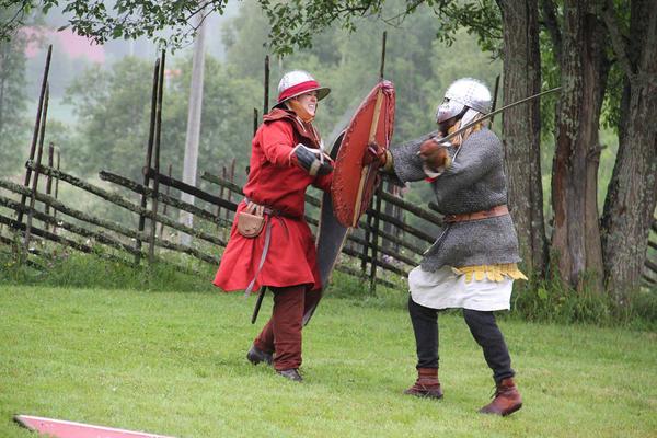 Tøffe tak under Middelalderdagen på Almenninga, Eidskog museum.. Foto/Photo