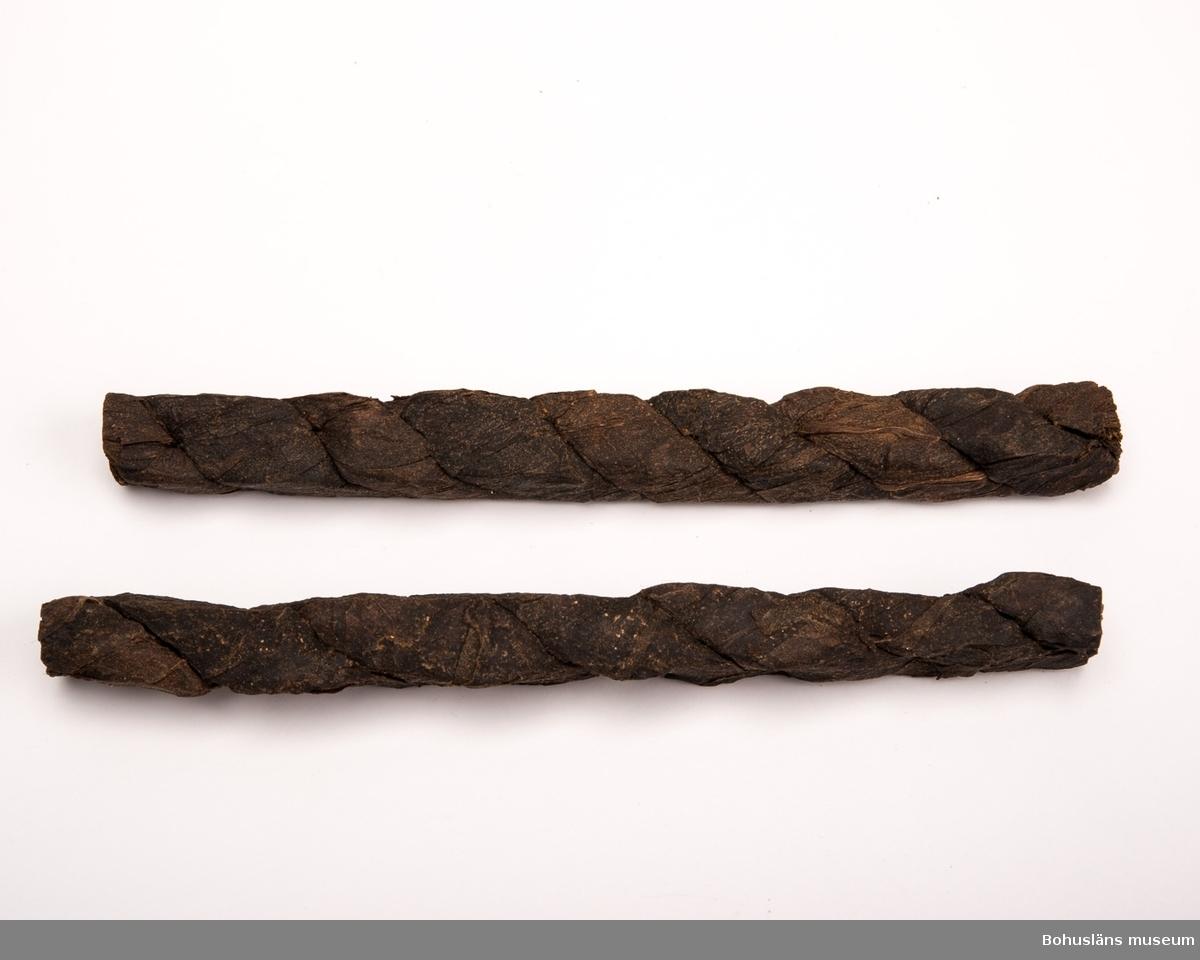 Fermenterade och torkade tobaksblad som snotts och tvinnats till tobaksrullar. Genom att skära tunna skivor av en rulle fick man tobak till rökpipor. Tobak kunde också tuggas genom att man bet av en buss från rullen. Tobaksfläta är en 1900-talsbenämning. Från 1600-talet och framöver pratade man om tobaksrulle.