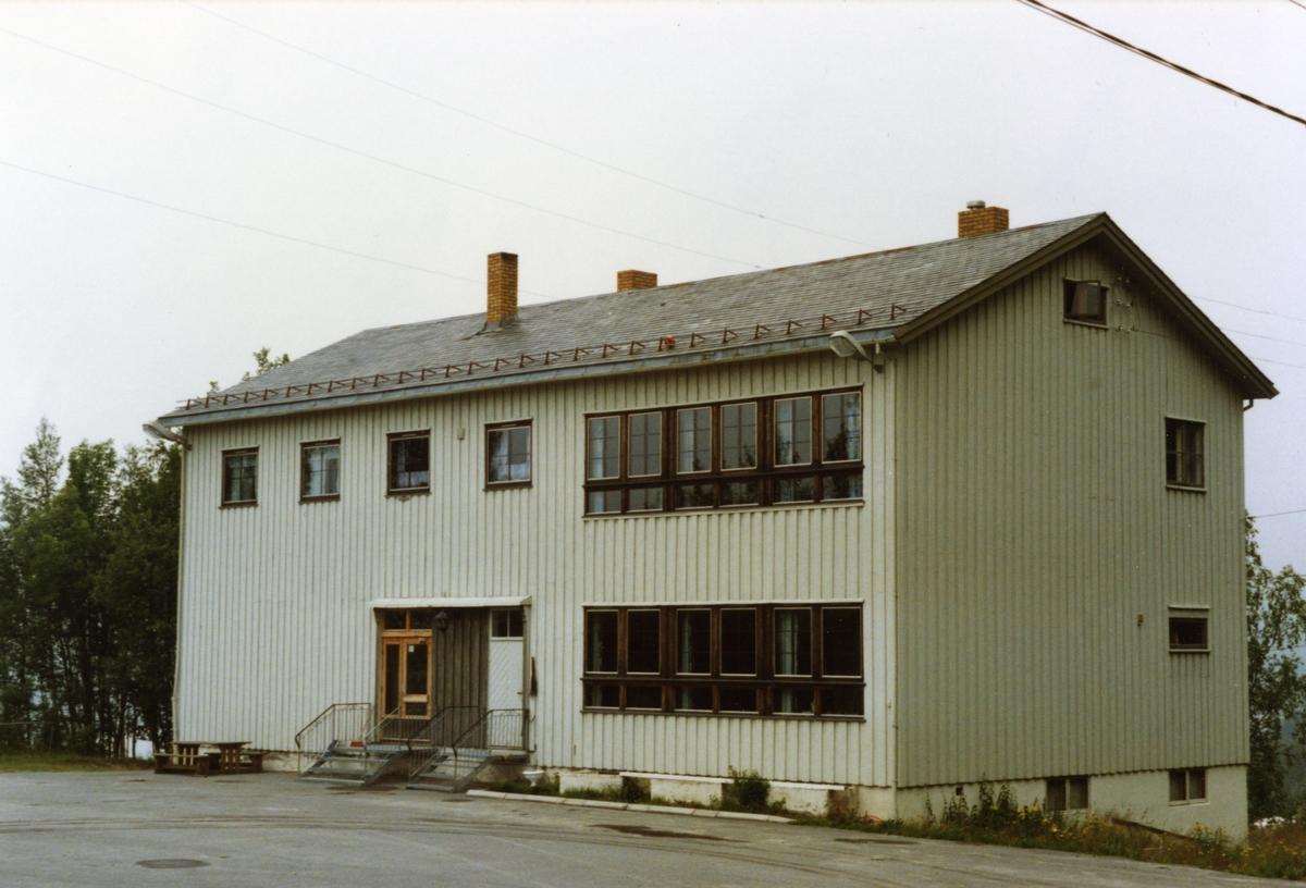 Bergsbakken skule fotografert i 1990.