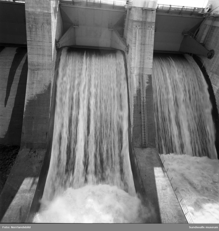 Dammluckorna vid Bergeforsens kraftverk.
