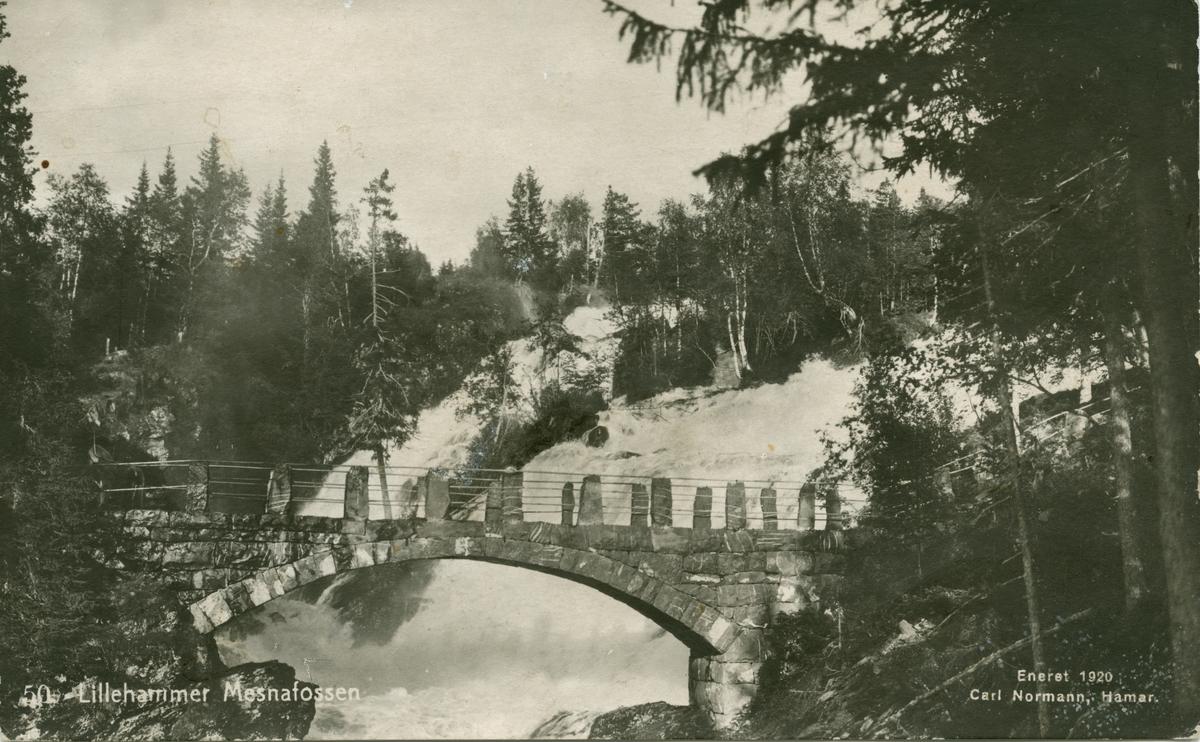 Repro: Utsikt, Mesnafossen med Colletts bru, postkort.