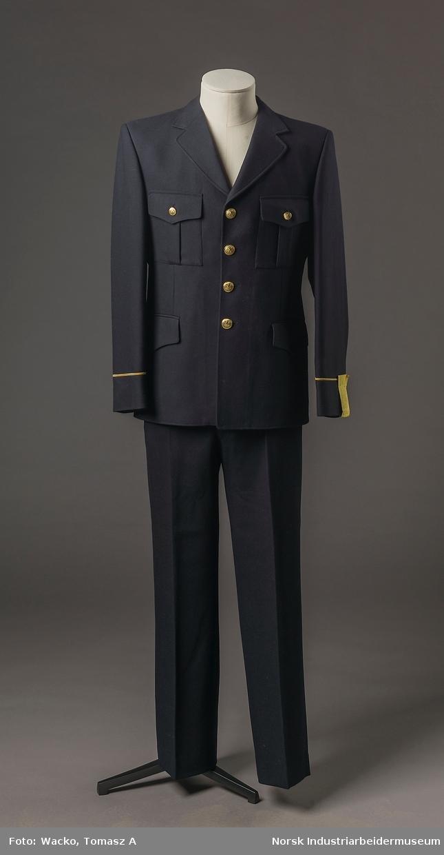 5fc56182 Uniformsjakke til herre fra jernbane. Sort tekstil i 55% polyester og 45%  ull