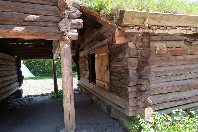 Fjøs fra Rike, Valle i Setesdal på Norsk Folkemuseum. Foto: Astrid Santa, Norsk Folkemuseum.